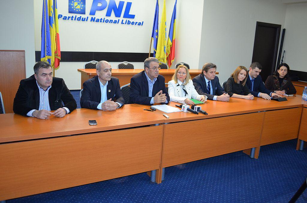 Vergil Chițac și o parte din membrii societății civile cooptați în partid