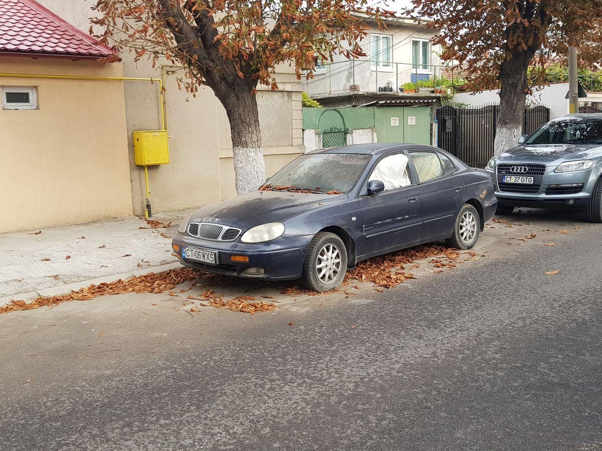 masina abandonata strada flamanda