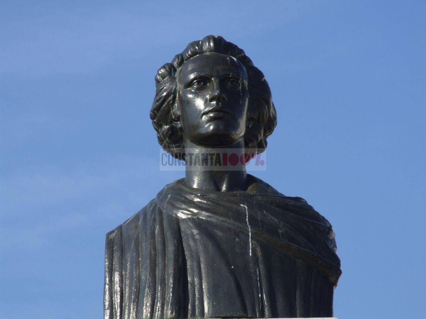 Constanta - statuia Mihai Eminescu (4)