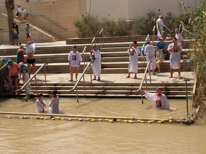 Botezul pelerinilor in raul Iordan