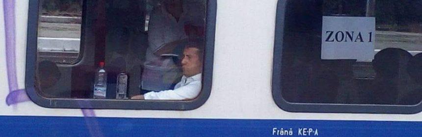 Decebal Făgădău in tren