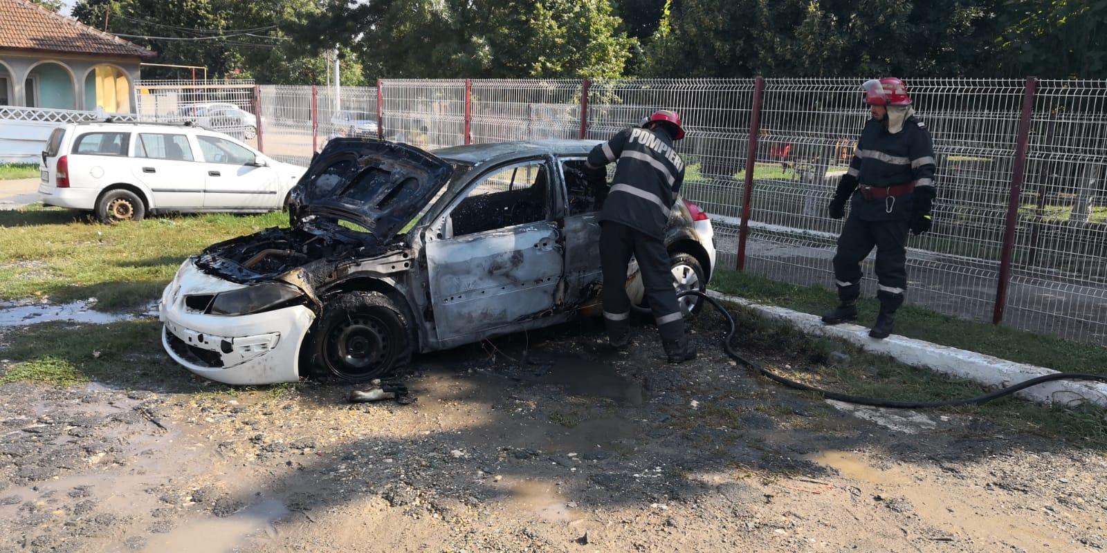 incendiu masina cumpana