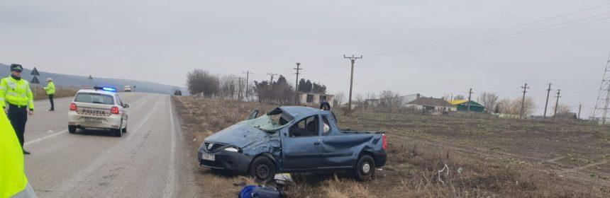 S-a răsturnat cu mașina în drum spre Crucea