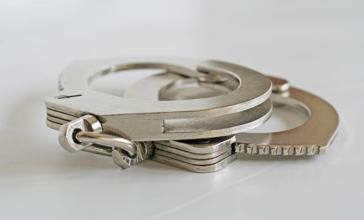 o fată de numai 15 ani, reținută pentru mai multe furturi din locuințe