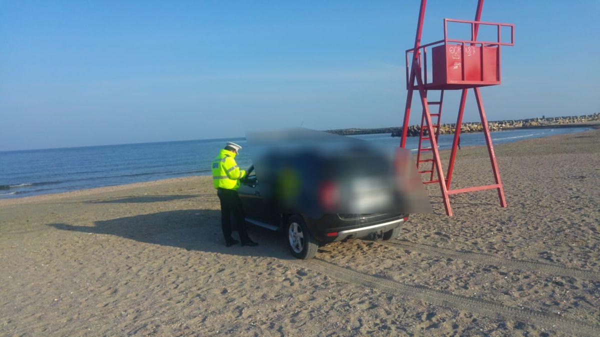 Bucureștean amendat cu 10.000 de lei pentru că a intrat cu mașina pe plajă