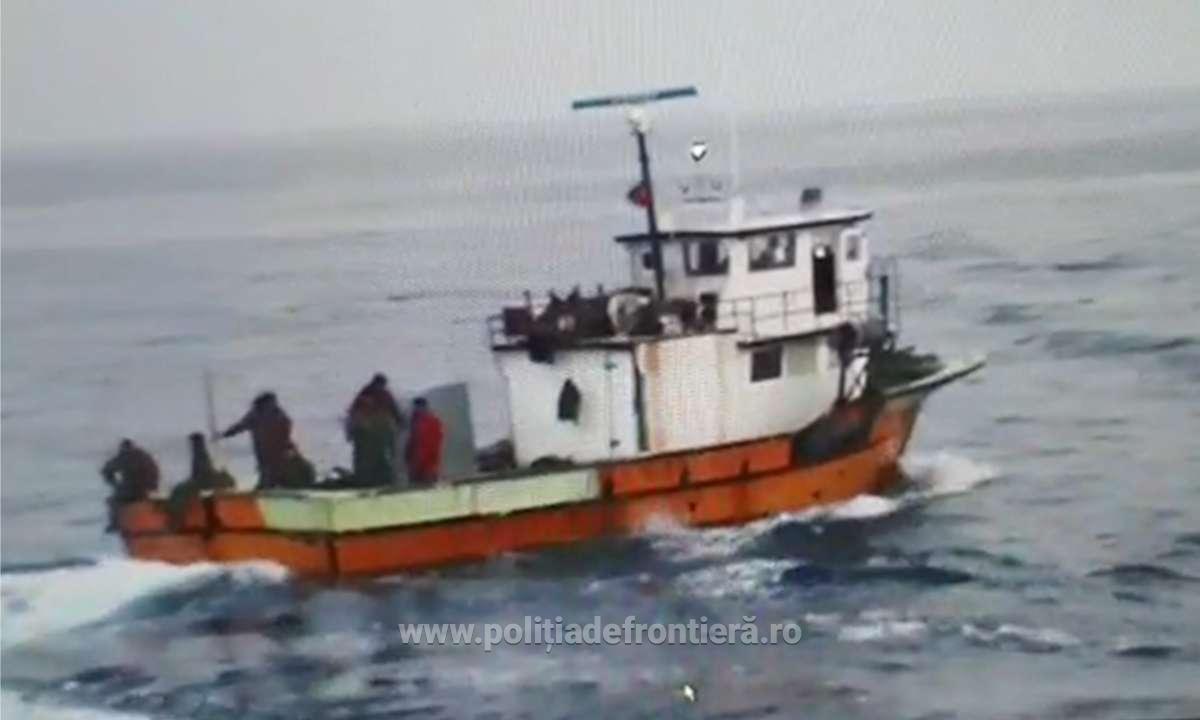 FOTO VIDEO Poliția de Frontieră a folosit muniție de război împotriva unui pescador turcesc, prin la braconat pentru a treia oară într-un an