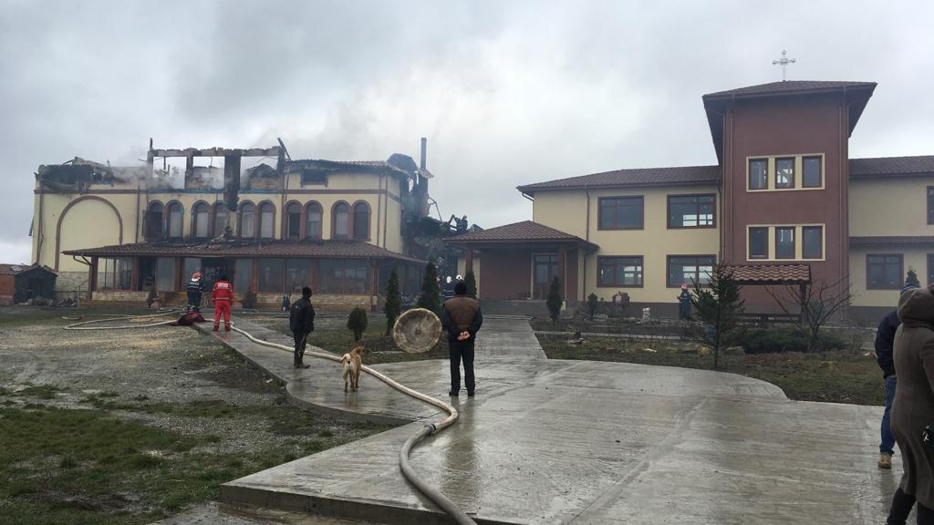 incendiu mănăstire