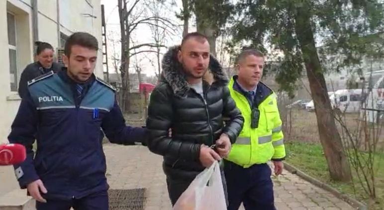 ȘOFERUL CARE A CONDUS FĂRĂ PERMIS ȘI A LOVIT 5 MAȘINI, ARESTAT PREVENTIV