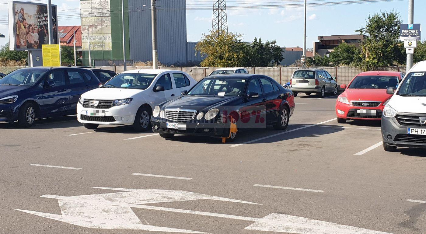 """""""Caracatiță"""" aplicată unui Mercedes din Brăila, care a stat parcat în LIDL mai mult de două ore"""