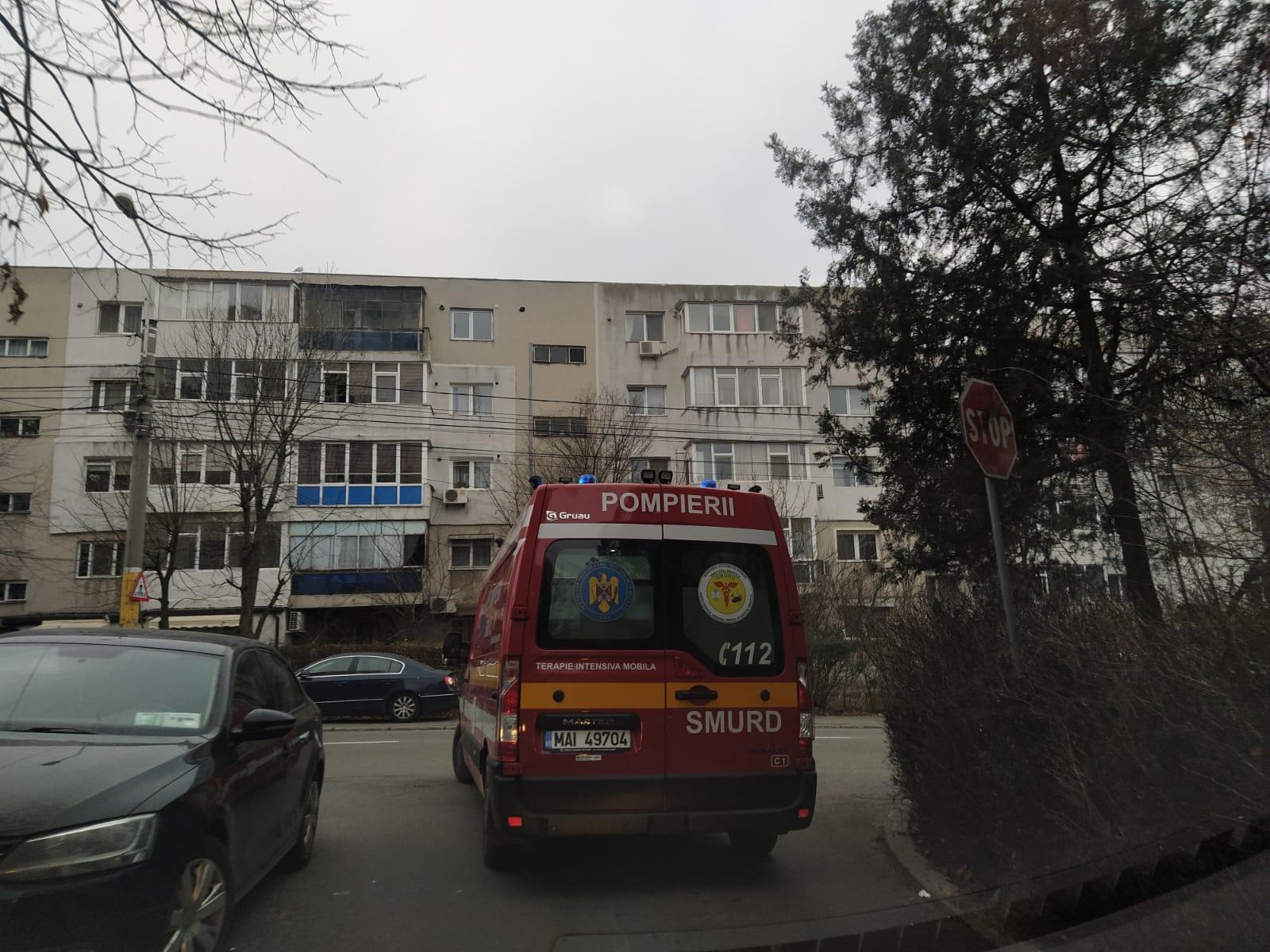 Un elev s-a aruncat de la etajul 2 al Liceului George Călinescu