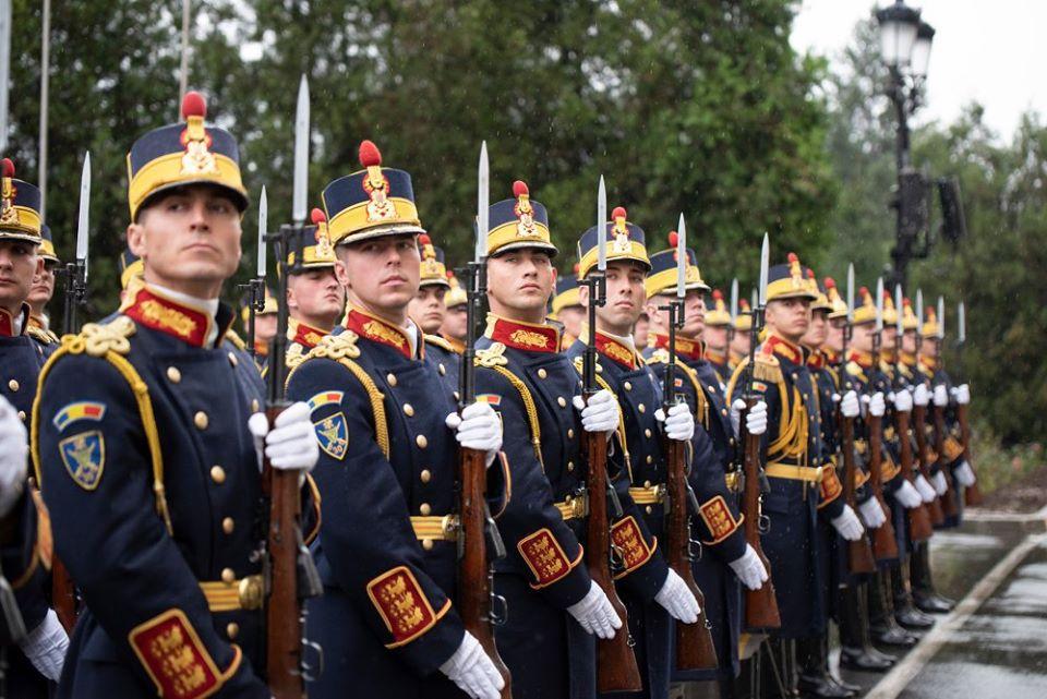 Ministrul Apărării apără pensiile militarilor și spune că nu sunt exagerate