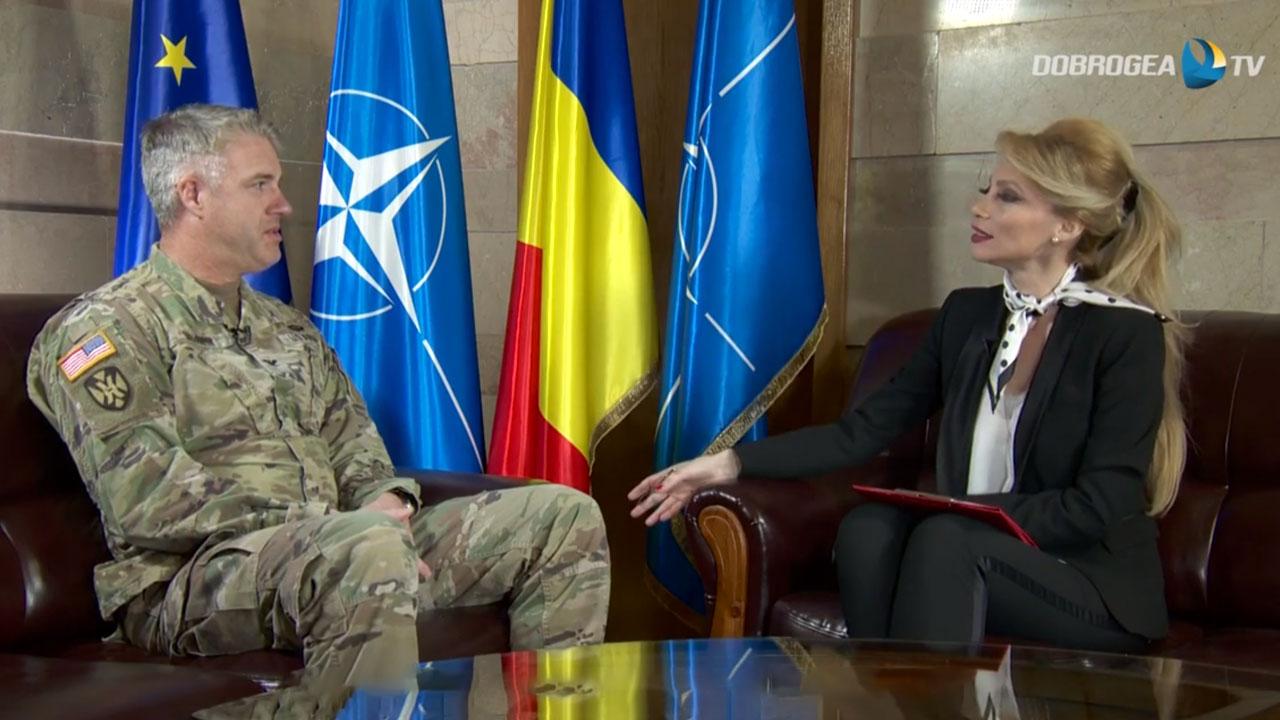 Colonelul Larry B. Vaughn acordă un interviu Alinei Mitrache, Dobrogea TV. Foto: print screen Dobrogea TV