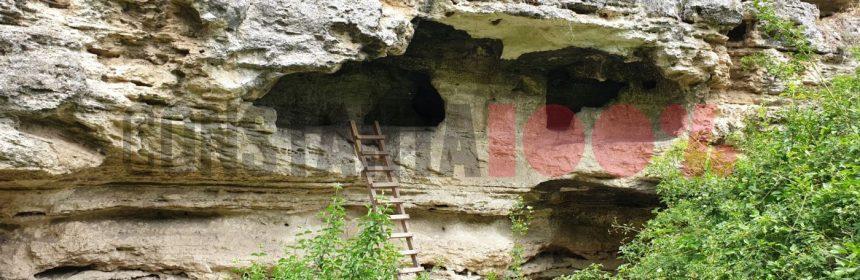Biserica rupestră din Dumbrăveni