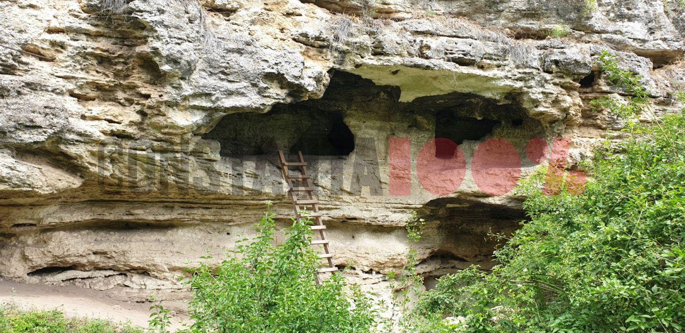 Biserica rupestră din Dumbrăveni, o comoară a Dobrogei. De la loc sfânt la peșteră de tâlhari