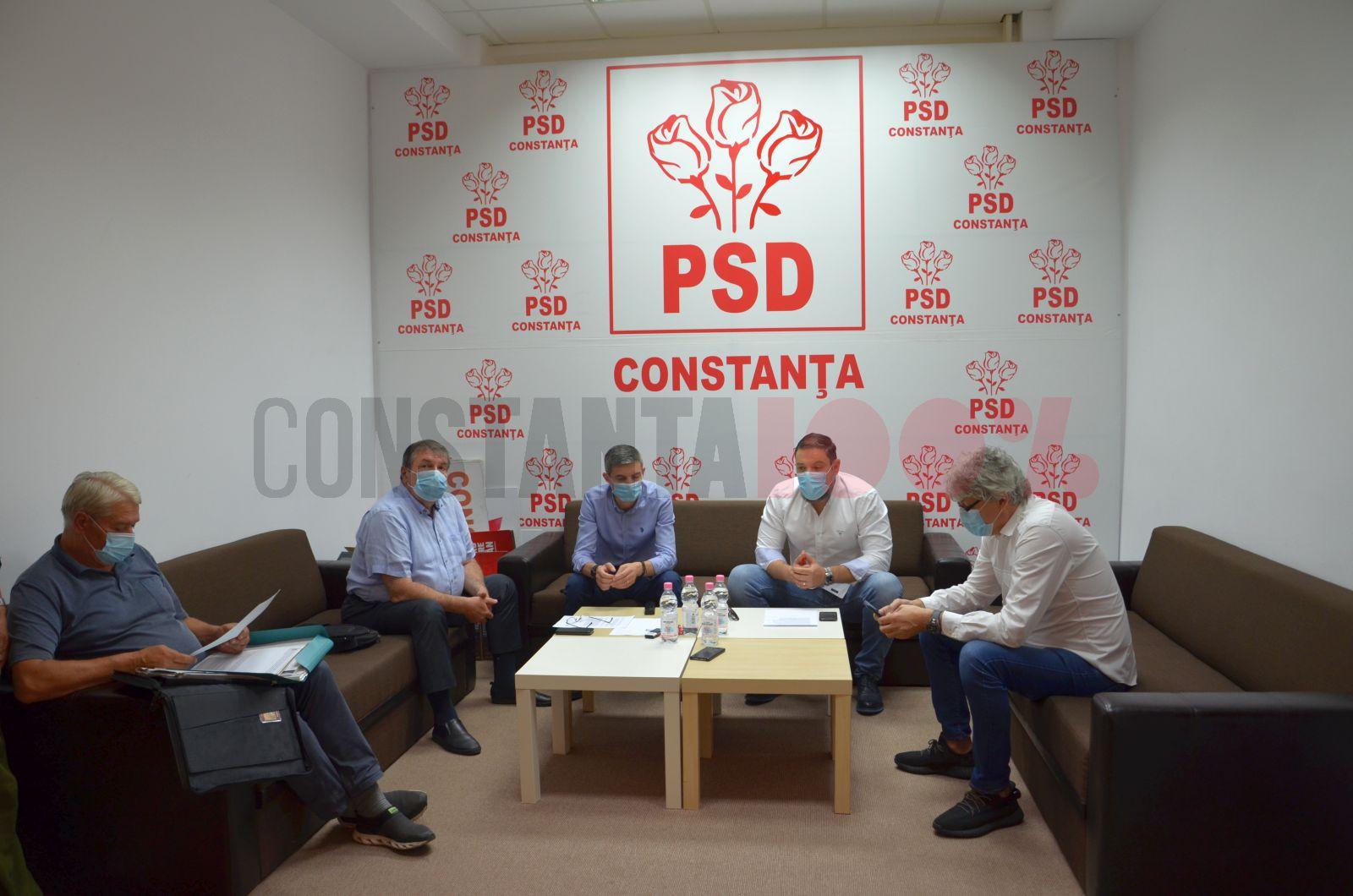 Conferință de presă la sediul PSD Constanța. Din stânga în dreapta: Nicolae Moga, Ștefan Mihu, George Vișan și Radu Babuș