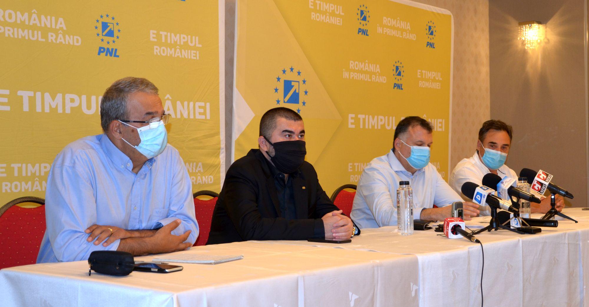 Vergil Chițac, Gelil Eserghep, Bogdan Huțucă și Mihai Lupu în timpul conferinței de presă UDTTMR PNL