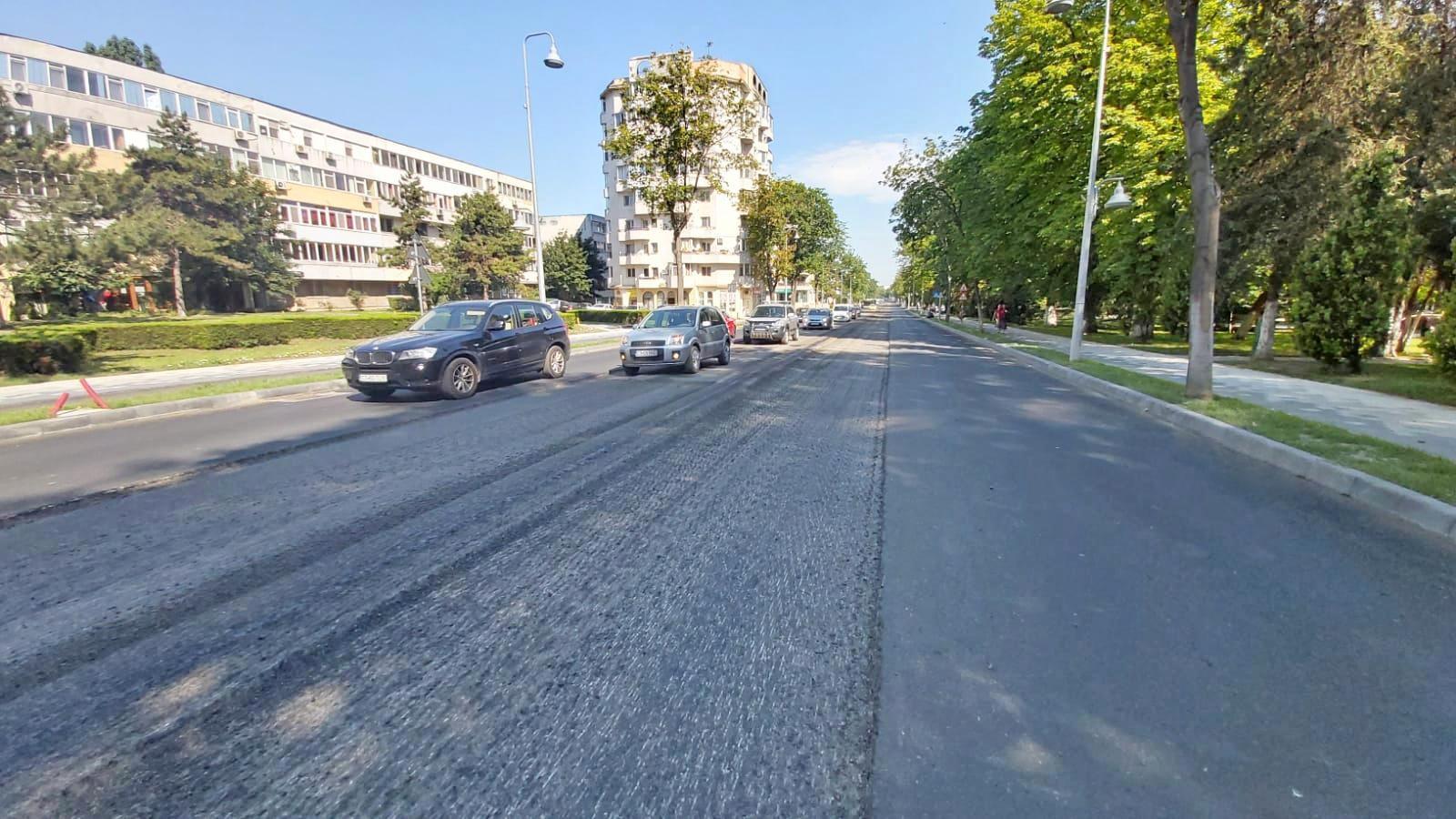 Continuă lucrările de reabilitare a carosabilului pe bulevardul Tomis din Constanța
