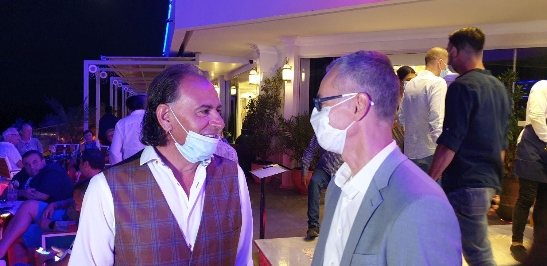 Mohammad Murad, de vorbă cu unul din invitații și contracandidații săi, Stelian Ion