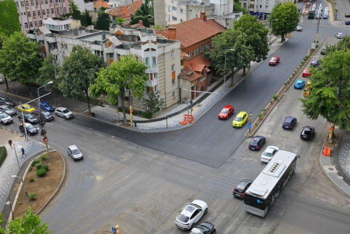 Se reiau lucrările de asfaltare a carosabilului pe bulevardul Mamaia din Constanța