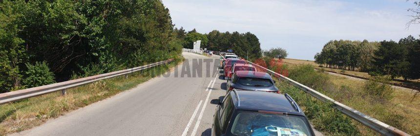 Coadă la intrarea în România, la punctul de frontieră Negru Vodă. Foto: Cristi Hagi, 15 august 2020