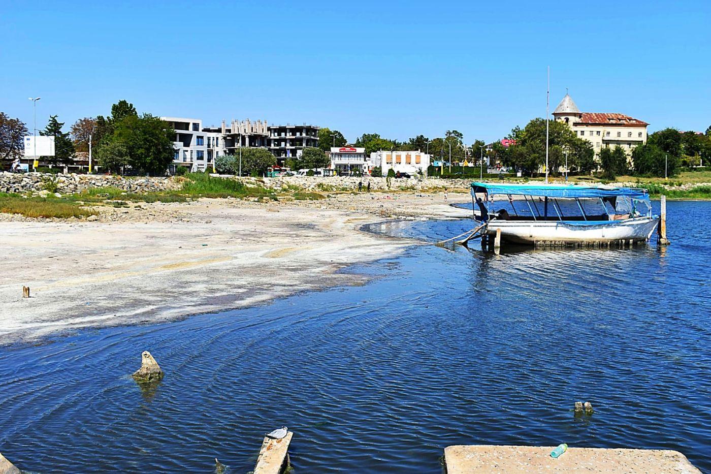 Lacul Techirghiol este în pericol. Nivelul apei a scăzut cu aproape un metru, iar perspectivele sunt sumbre. Fenomenul se va accentua în următorii ani, spun experții.