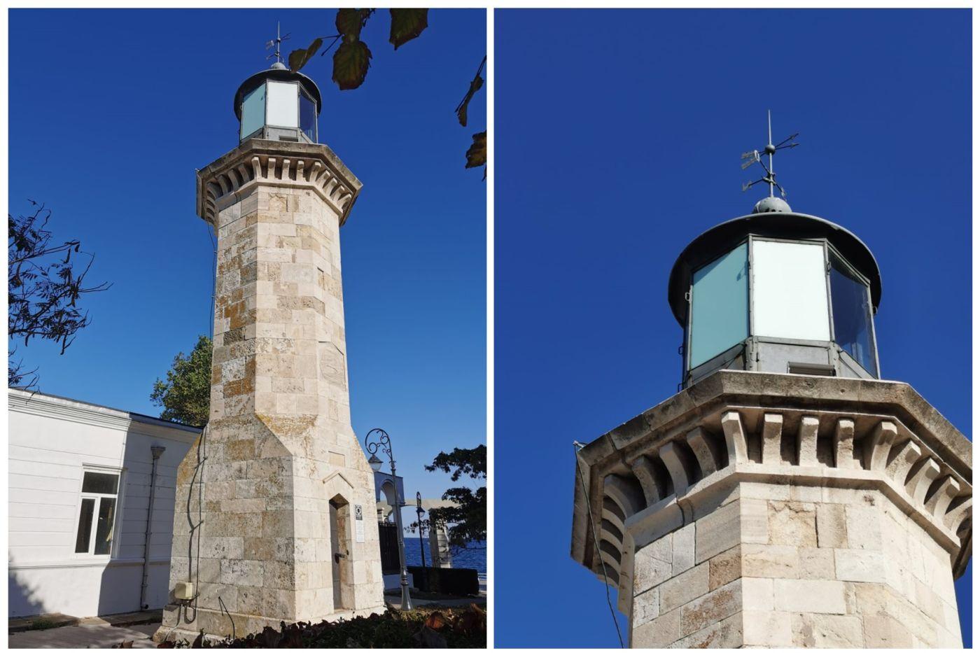 Două din geamurile Farului Genovez au fost schimbate cu plăci din PVC. Sursă foto: Facebook