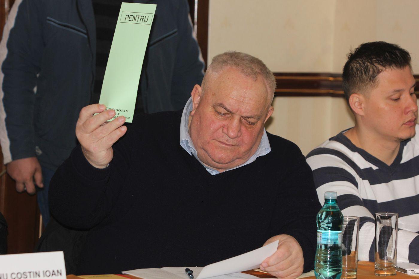 Vasile Chirondojan în timpul unei ședințe de Consiliu Local. Foto: CT100.ro