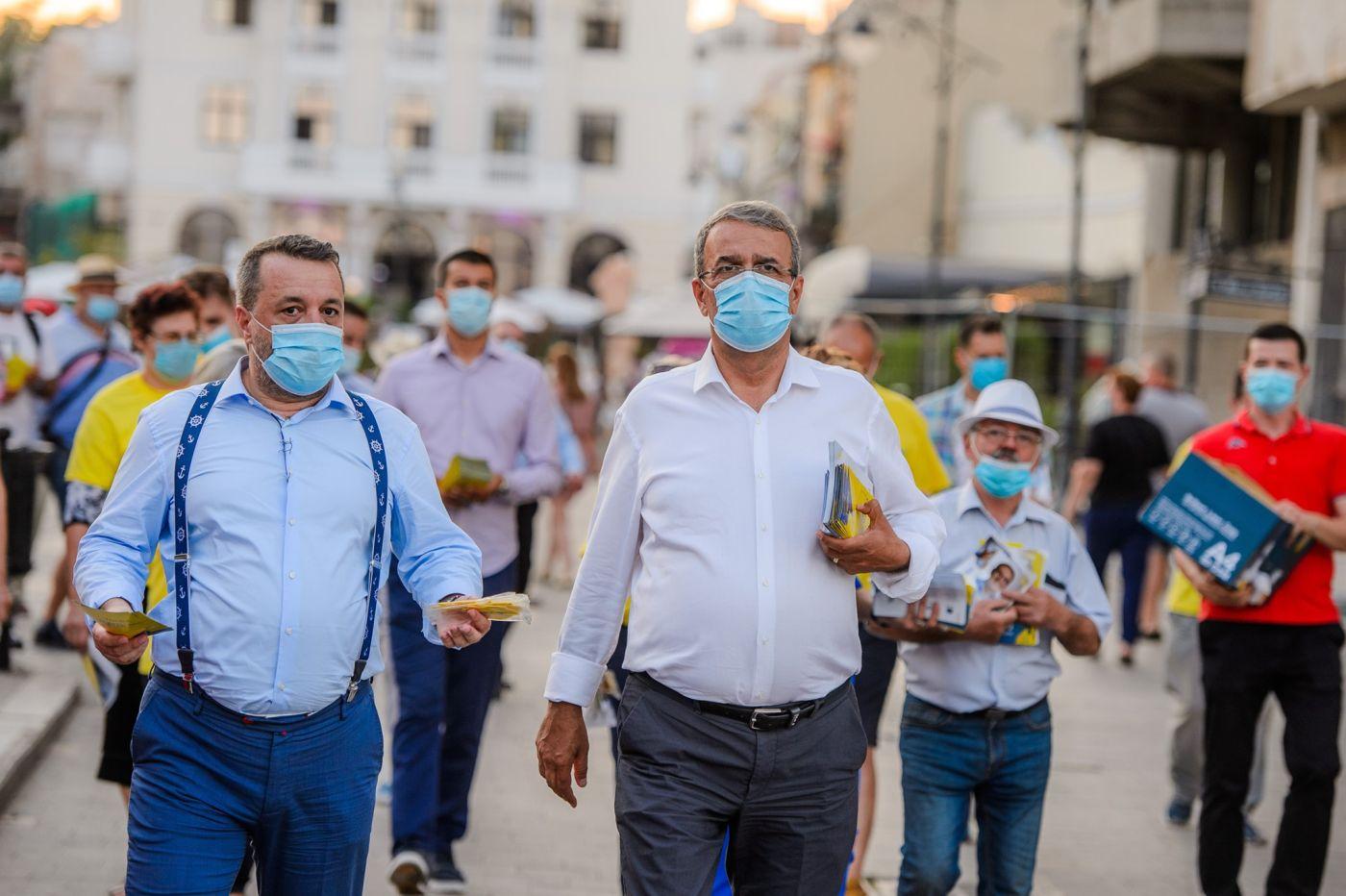 Ionuț Rusu și Vergil Chițac în timpul campaniei electorale, în care au anunțat exact ce se va întâmpla cu câinii fără stăpân
