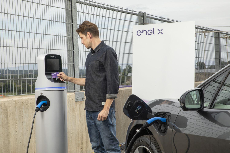 Șase noi stații de încărcare pentru mașini electrice în Constanța