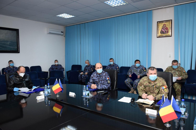 Șeful Statului Major al Forțelor Navale (SMFN), contraamiral Mihai Panait, a prezentat marți, 26 ianuarie, șefului Statului Major al Apărării, general-locotenent Daniel Petrescu, raportul de activitate al Forțelor Navale Române pentru anul 2020 și obiectivele propuse pe termen scurt, mediu și lung pentru dezvoltarea acestei categorii de forțe din Armata României.