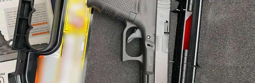 Un pistol și 100 de cartușe, descoperite într-un container expediat din SUA în Constanța