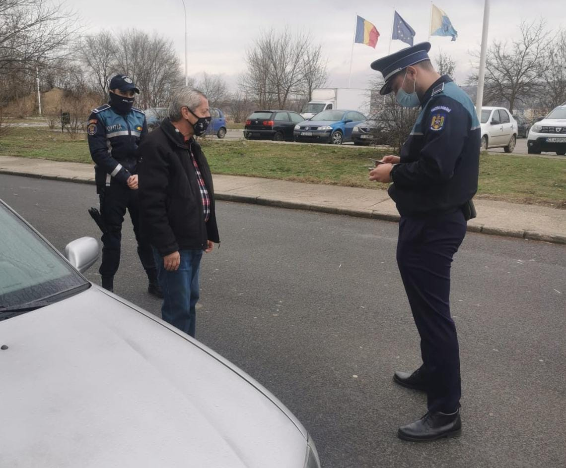 Polițiști din cadrul Biroul Județean de Poliție Transporturi Constanța au desfășurat, în cursul zilei de ieri, o acțiune în zona stațiilor de cale ferată Cernavodă Pod, Saligny Est și Mircea Vodă, pe linia respectării normelor privind măsurile de prevenire și limitare a răspândirii SARS-COV2.