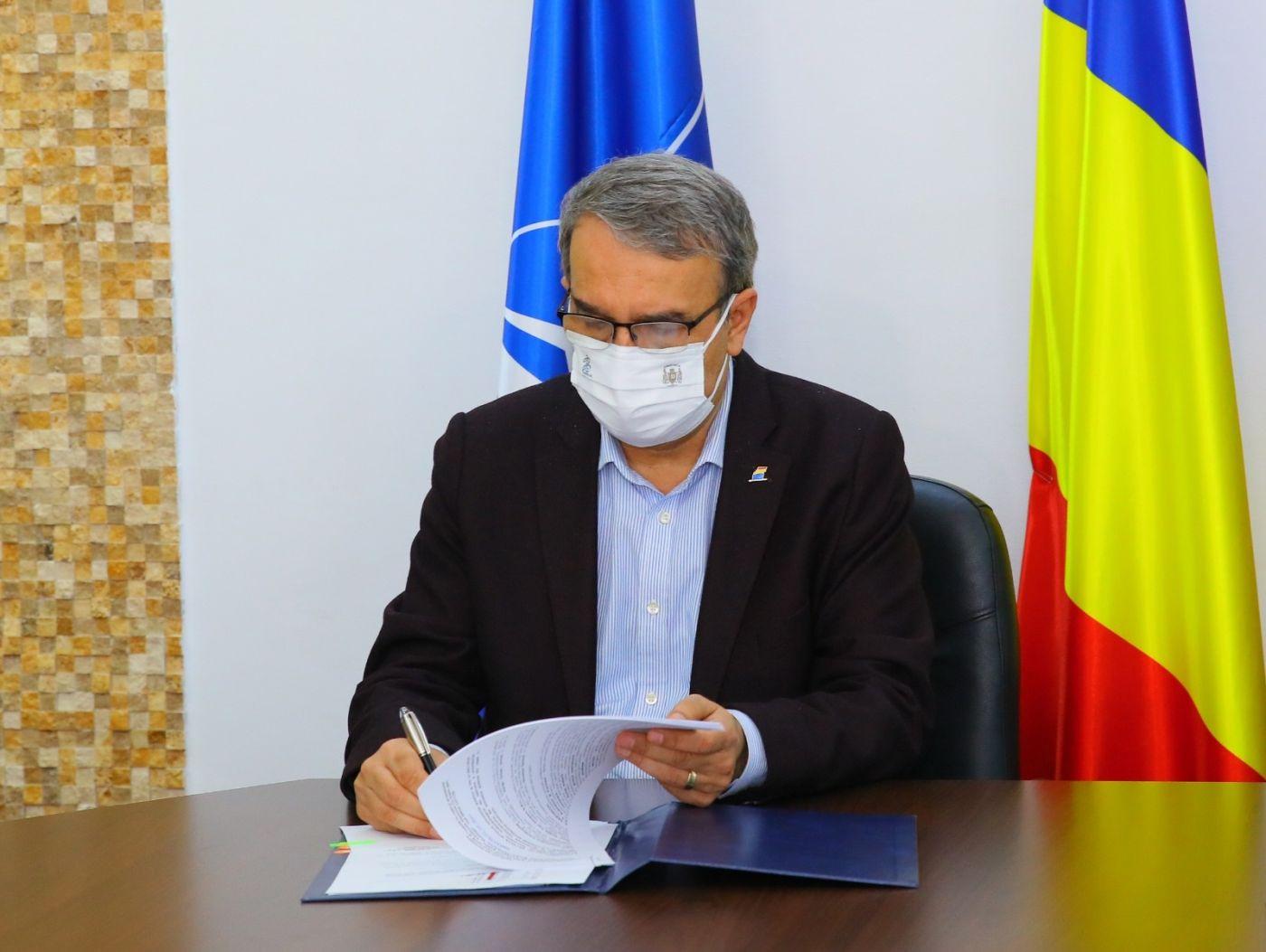 Primarul municipiului Constanța, Vergil Chițac, a semnat Declarația de la Paris, angajând astfel municipiul Constanța în procesul global de reducere a emisiilor de gaze cu efect de seră.