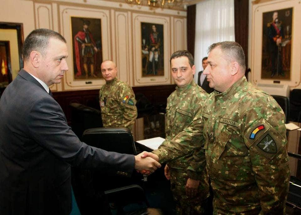 Caporalul Dănuț Albu, președintele Ligii Militarilor Profesioniști, a ieșit la pensie după 30 de ani, 6 luni și 18 zile de când  a îmbrăcat pentru prima dată haina militară, pe care spune că a purtat-o mereu cu mândrie și cinste.