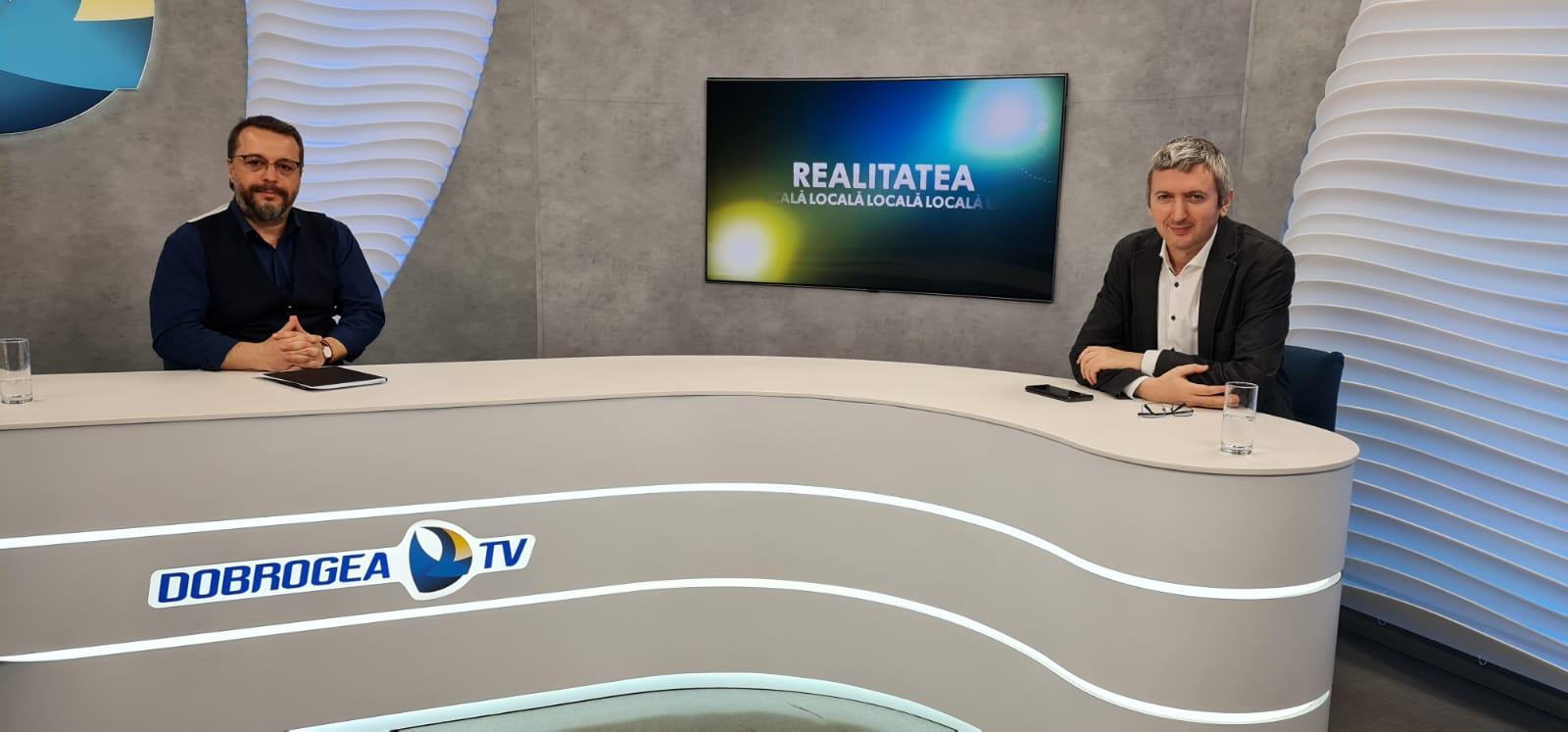 Viceprimarul Ionuț Rusu în platoul Dobrogea TV, alături de moderatorul emisiunii, Cristian Hagi