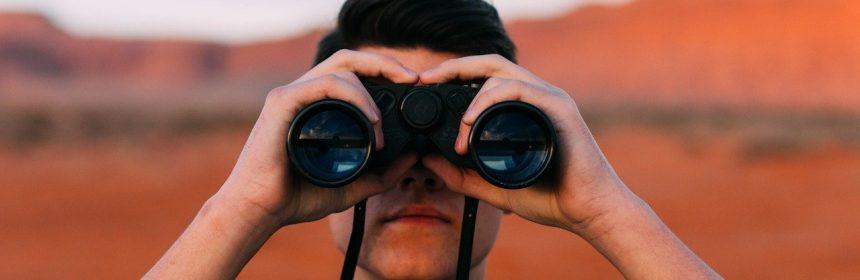 binoclu curiozitate