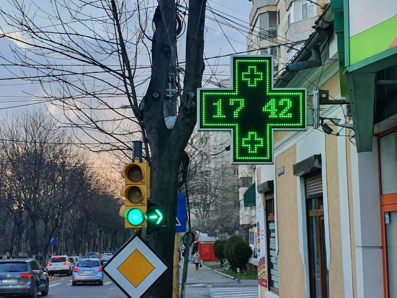 Firmele luminoase amplasate ilegal vor dispărea din Constanța