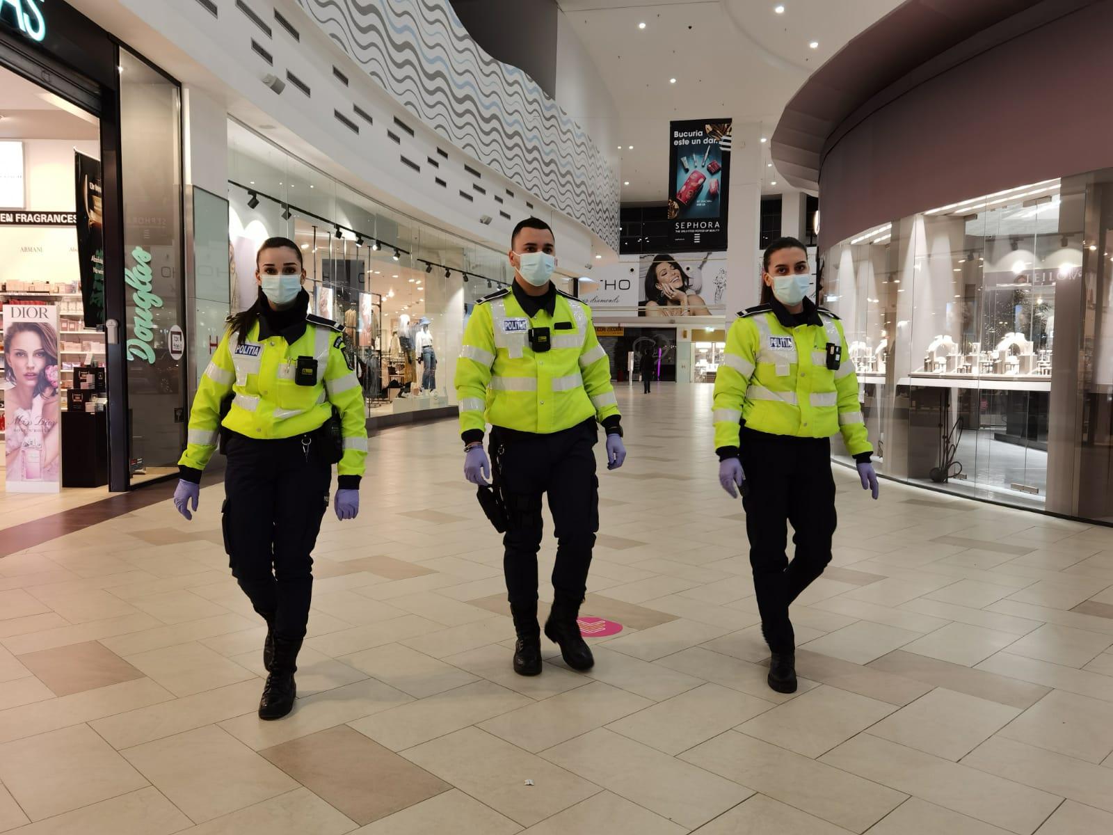 Polițiști din cadrul Poliției municipiului Constanța, împreună cu jandarmi ai I.J.J. Constanța, respectiv G.J.M. Tomis, pompieri din cadrul I.S.U. Dobrogea și polițiști din cadrul Poliției Locale Constanța au organizat, în cursul zilei de ieri, acțiuni pe linia verificării respectării măsurilor impuse prin Legea 55/2020, pentru prevenirea și combaterea efectelor pandemiei de COVID-19.
