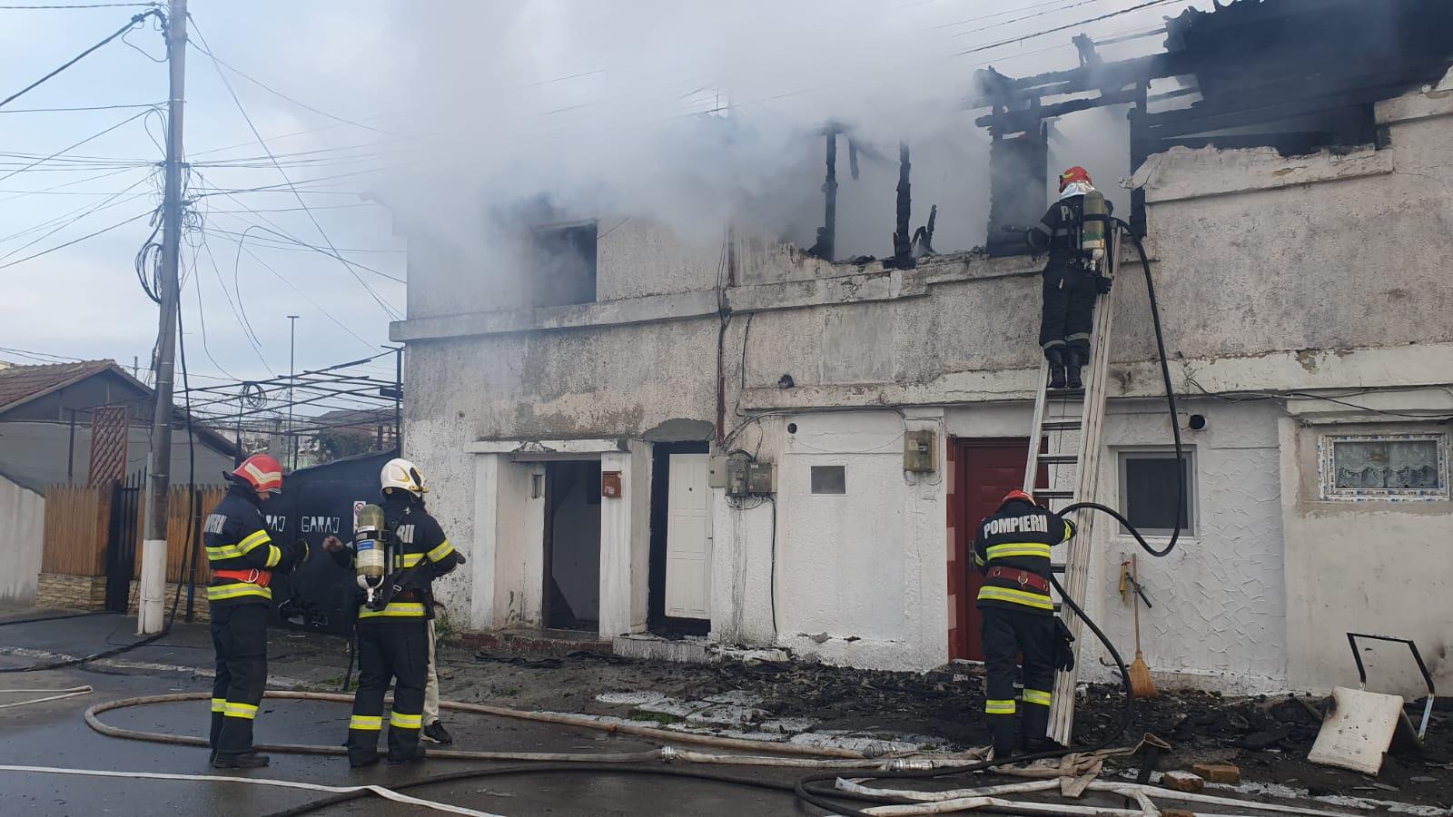 Au ars două case din Constanța Sursă foto: ISU Dobrogea