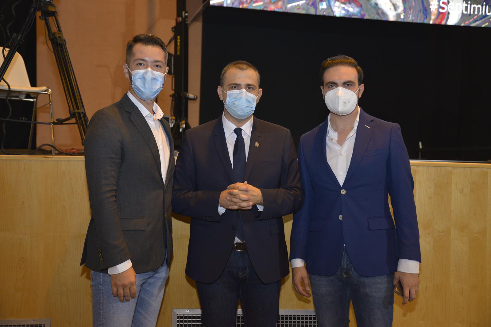 Septimiu Bourceanu, noul președinte al Organizației Municipale PNL Constanța (foto centru). În drepta, dr. Andrei Dimancea, în stânga, Toni Bobe, membri în BPL