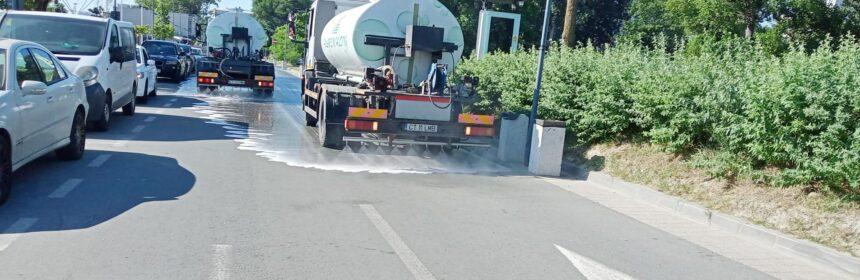 Polaris spală zi de zi străzile, trotuarele, aleile și zonele pietonale din Constanța